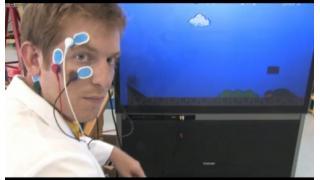 『スーパーマリオ』が眼ヂカラで操作できる研究所
