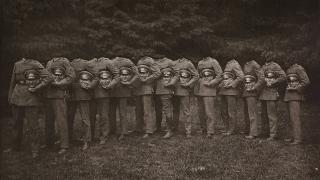 トラウマ級に怖すぎる......ヴィクトリア時代の首なしポートレート写真集