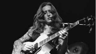 559. Female Guitarist