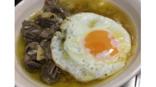 砂肝とライスのアヒージョ目玉焼きのせ【管理栄養士の朝食】
