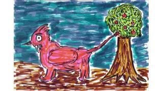 「尻尾を振り回して果物を落とす奇妙な生物」