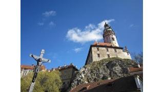 チェコには、あらゆる建築装飾がだまし絵の街がある。
