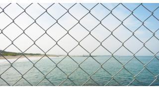人間であることからの逃避~壁やフェンスを乗り越える者達へ~