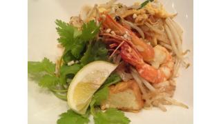 """アジアの料理「Oriental Terrace """"タイ風焼きそば パッタイ、タイ海老トースト、シンハー(タイのビール)、ブルームーン(アメリカのビール)""""」高田馬場"""