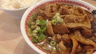 【ベホイミのグルメ】襲い来る肉の弾幕。東京・秋葉原「肉汁麺ススム」でラーメンをご飯のおかずに!