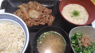 【ベホイミのグルメ】ネバネバで夏を乗り切る。吉野家「麦とろ牛皿御膳」を食べに行かねば。