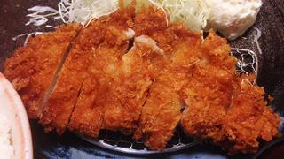 【ベホイミのグルメ】階段を登った先には落ち着き空間。東京・新宿「卯作」の上ロースカツ定食