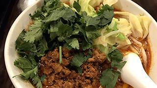 【ベホイミのグルメ】これぞ中国伝統の味。東京・新宿「純中国伝統料理四川料理 芊品香」の麻辣刀削麺