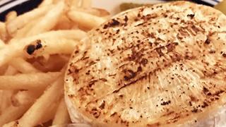 【ベホイミのグルメ】チーズが主役の限定品!東京・新宿「J.S.BURGERS CAFE」のスーパーチーズバーガー