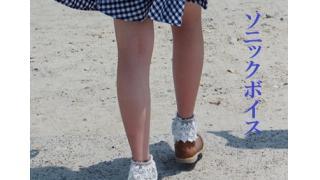 『コスプレ少女ルミ』外伝『ソニックボイス』03頁 暗い山道に制服の白いブラウスが消えていく。