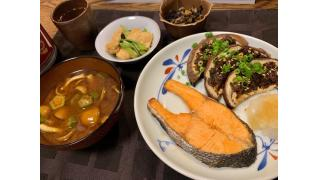 8月27日 茄子のネギ味噌焼き、なめことオクラの味噌汁、焼き鮭、常備菜。
