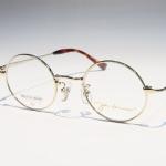 丸メガネのマコト